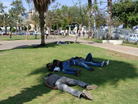 Homeless African refugees sleeping in Levinsky Park in south Tel Aviv (photo: Mya Guarnieri)