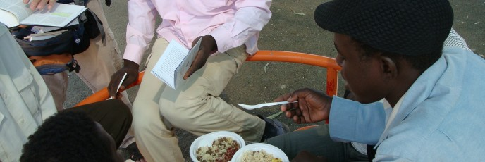 African refugees eating in Levinsky Park in South Tel Aviv (photo: Mya Guarnieri)